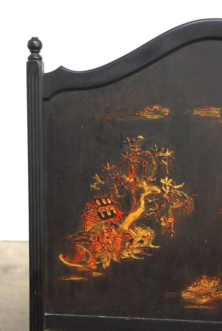 20th Century Black Lacquer Chinoiserie Decorated Fireplace Screen For Sale