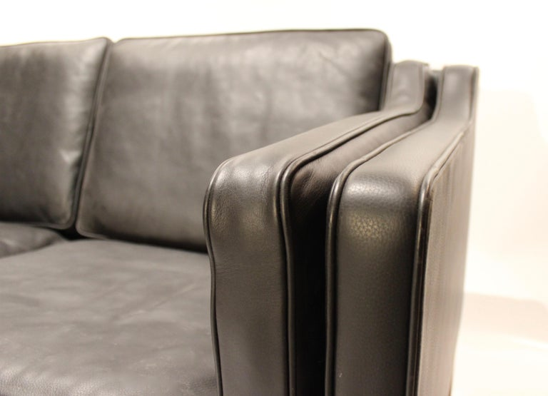 Scandinavian Modern Black Leather 2-Seat Sofa with Legs of Mahogany, Model 2212, by Børge Mogensen For Sale