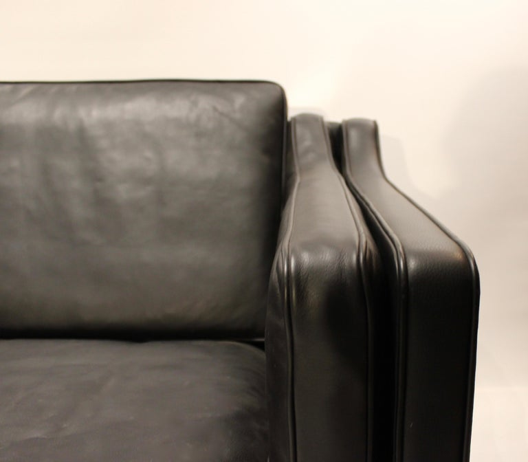 Danish Black Leather 2-Seat Sofa with Legs of Mahogany, Model 2212, by Børge Mogensen For Sale