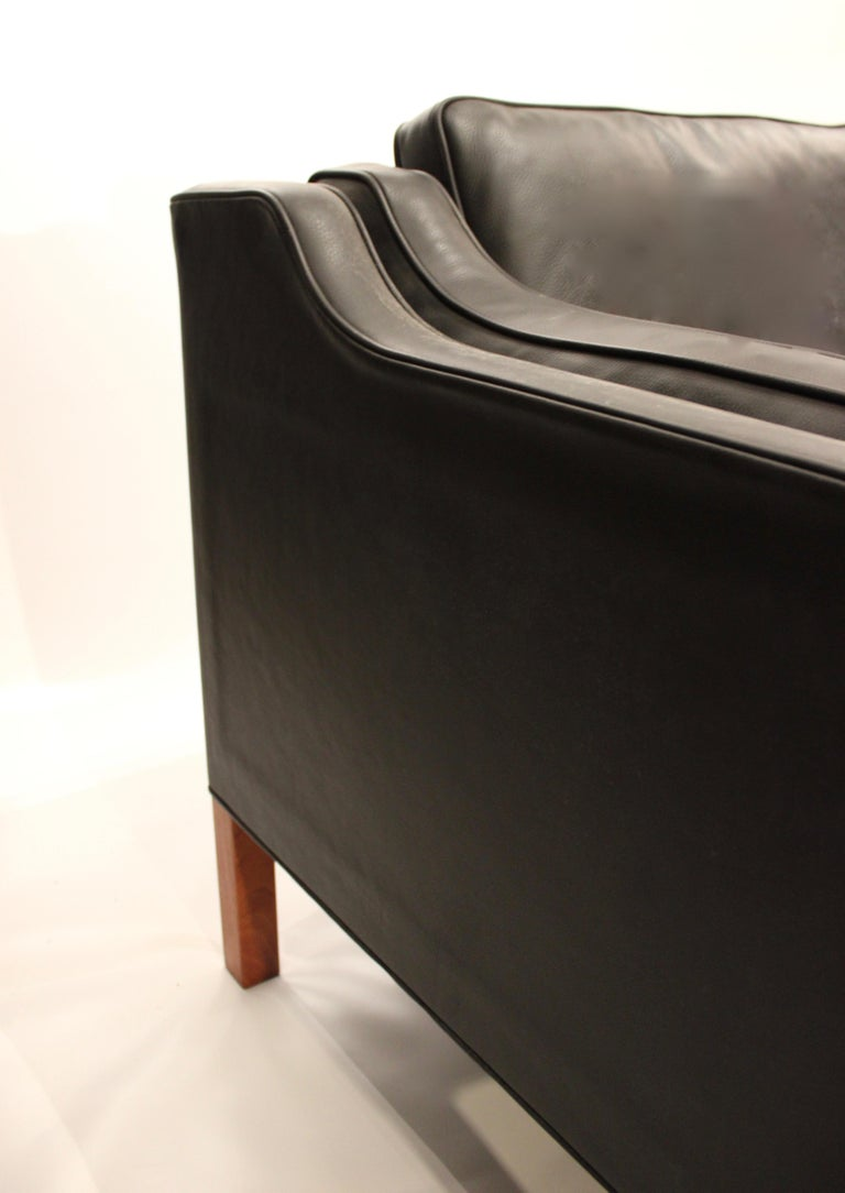 Black Leather 2-Seat Sofa with Legs of Mahogany, Model 2212, by Børge Mogensen For Sale 1