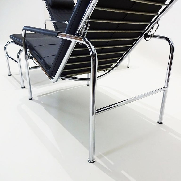 Black Leather and Chrome Gabriele Mucchi Genni Reclining Chairs and Ottomans In Good Condition For Sale In Highclere, Newbury