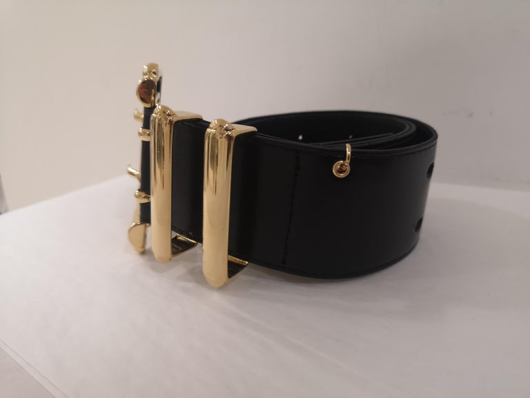 Black leather and gold hardware belt NWOT In New Condition For Sale In Capri, IT