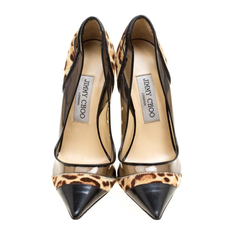 These Binnis pumps from Jimmy Choo will make you go head over heels with their artistic design and craftsmanship. They are crafted from black leather, leopard printed pony hair and PVC and feature an elegant silhouette. They flaunt pointed toes, PVC