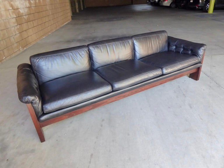 Mid-Century Modern Black Leather and Rosewood Sofa by Milo Baughman for Thayer Coggin, circa 1970s For Sale