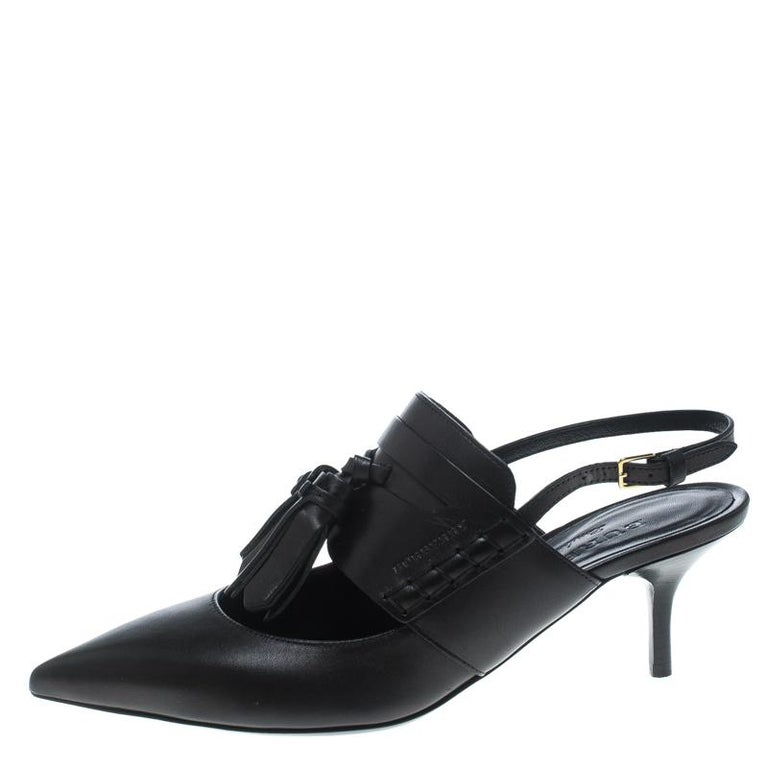 This pair from Burberry definitely deserves your love as it is well-built  and exquisite 3bcfbf71f7c4