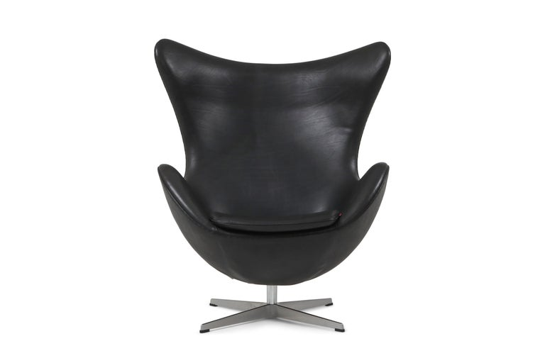 Arne Jacobsen egg chair in black aniline leather, Fritz Hansen, Denmark
