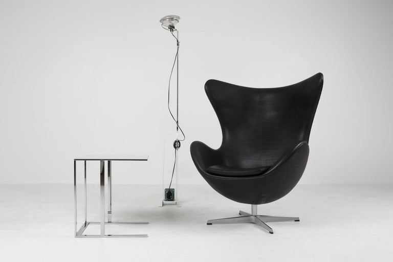 Contemporary Black Leather Egg Chair by Arne Jacobsen for Fritz Hansen For Sale