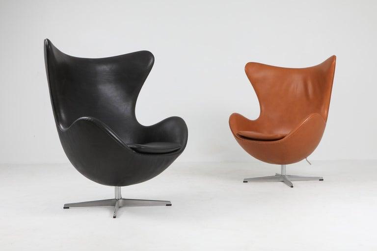Black Leather Egg Chair by Arne Jacobsen for Fritz Hansen 3