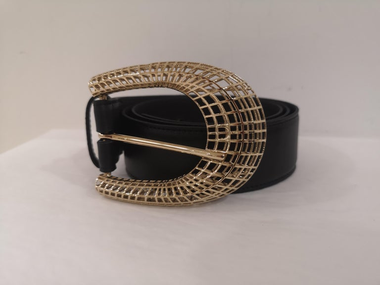 Black leather gold hardware belt NWOT In New Condition For Sale In Capri, IT