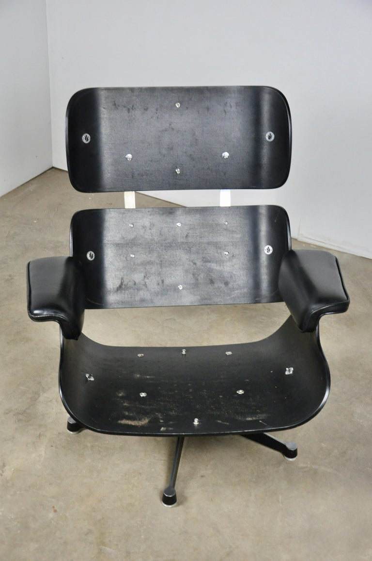 Black Leather Lounge Chair by Charles & Ray Eames, 1970s For Sale 5