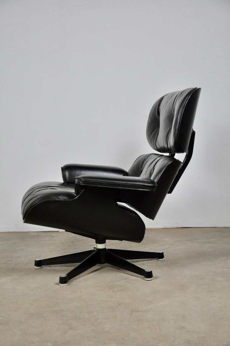 Black Leather Lounge Chair by Charles & Ray Eames, 1970s For Sale 6
