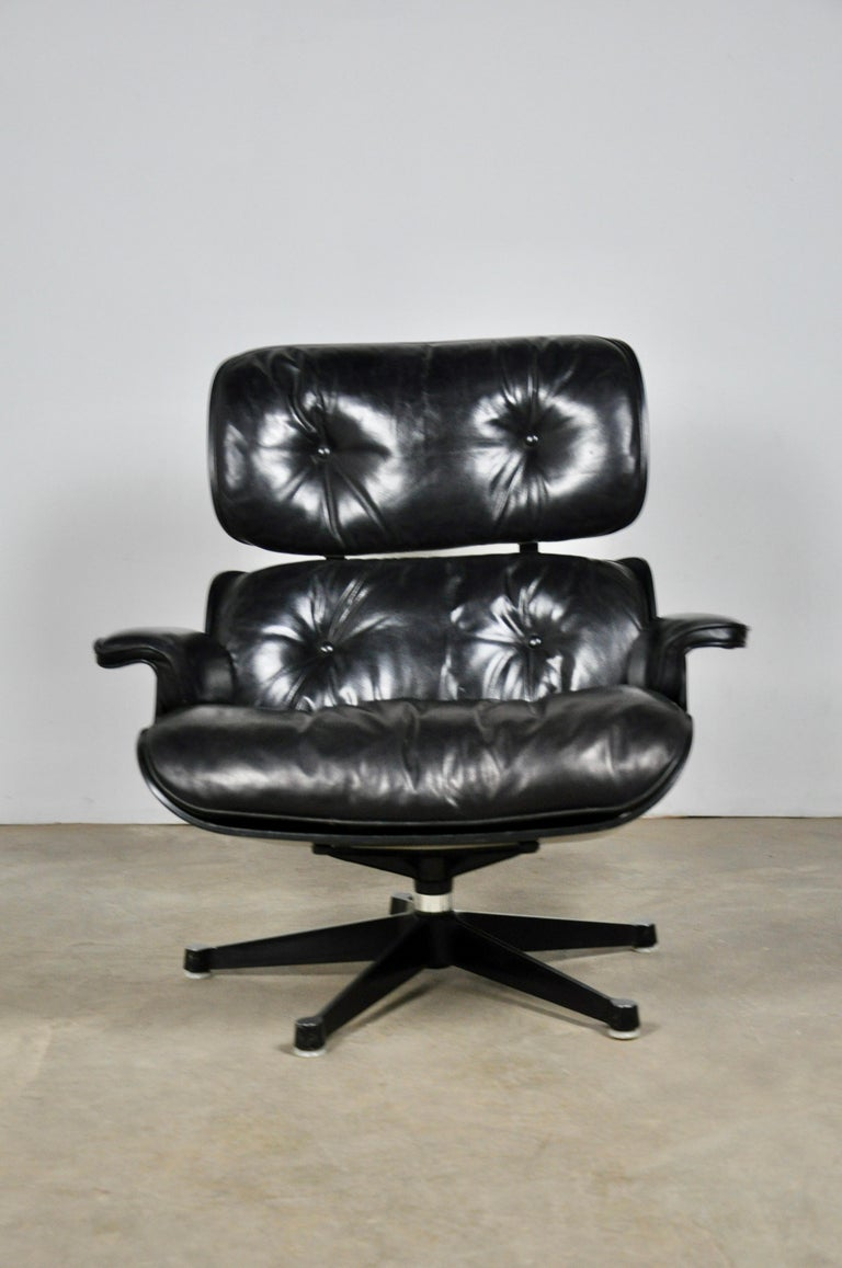 Mid-Century Modern Black Leather Lounge Chair by Charles & Ray Eames, 1970s For Sale
