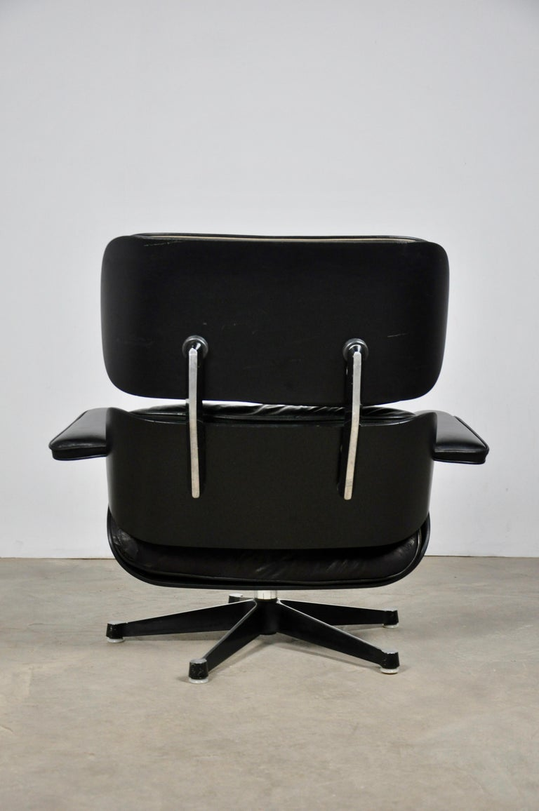 Late 20th Century Black Leather Lounge Chair by Charles & Ray Eames, 1970s For Sale