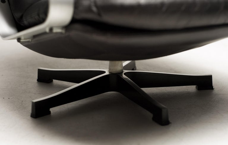 Mid-20th Century Black Leather Lounge Chair For Sale