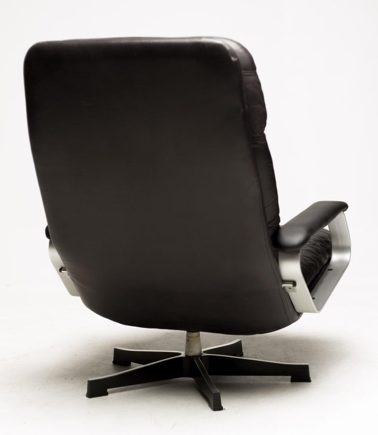 Aluminum Black Leather Lounge Chair For Sale