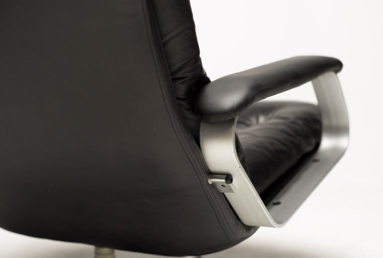 Black Leather Lounge Chair For Sale 1