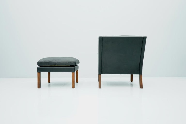 Danish Lounge Chair with Stool by Børge Mogensen in Black Leather, 1960s For Sale 5