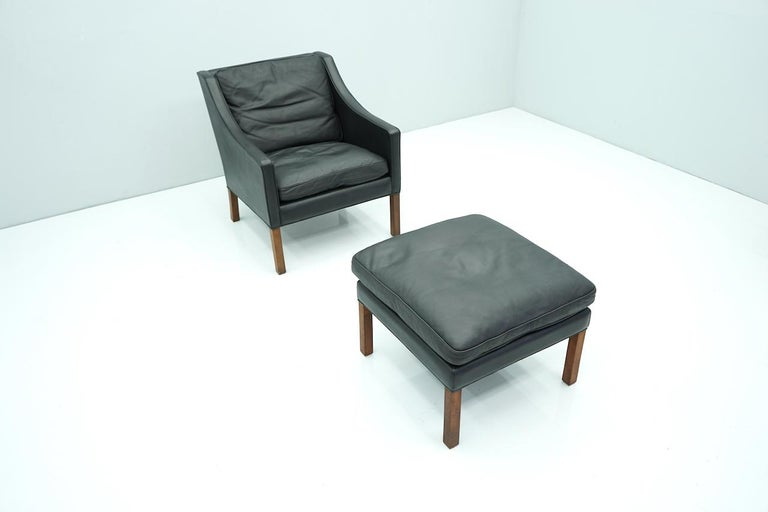 Danish Lounge Chair with Stool by Børge Mogensen in Black Leather, 1960s In Good Condition For Sale In Frankfurt / Dreieich, DE