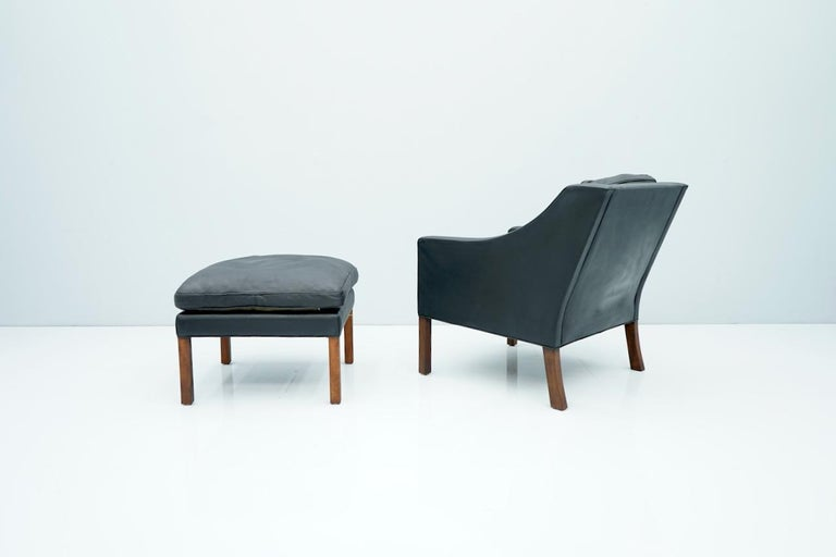 Danish Lounge Chair with Stool by Børge Mogensen in Black Leather, 1960s For Sale 1