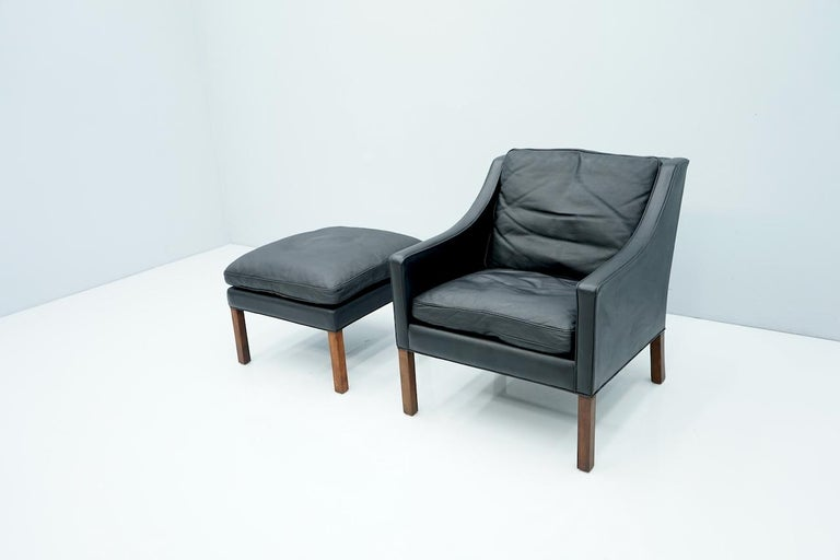Danish Lounge Chair with Stool by Børge Mogensen in Black Leather, 1960s For Sale 2