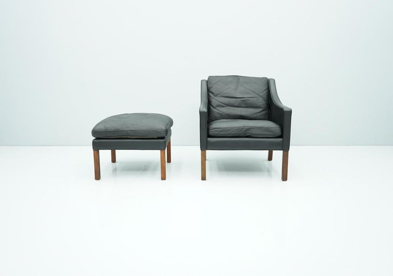 Danish Lounge Chair with Stool by Børge Mogensen in Black Leather, 1960s For Sale 4