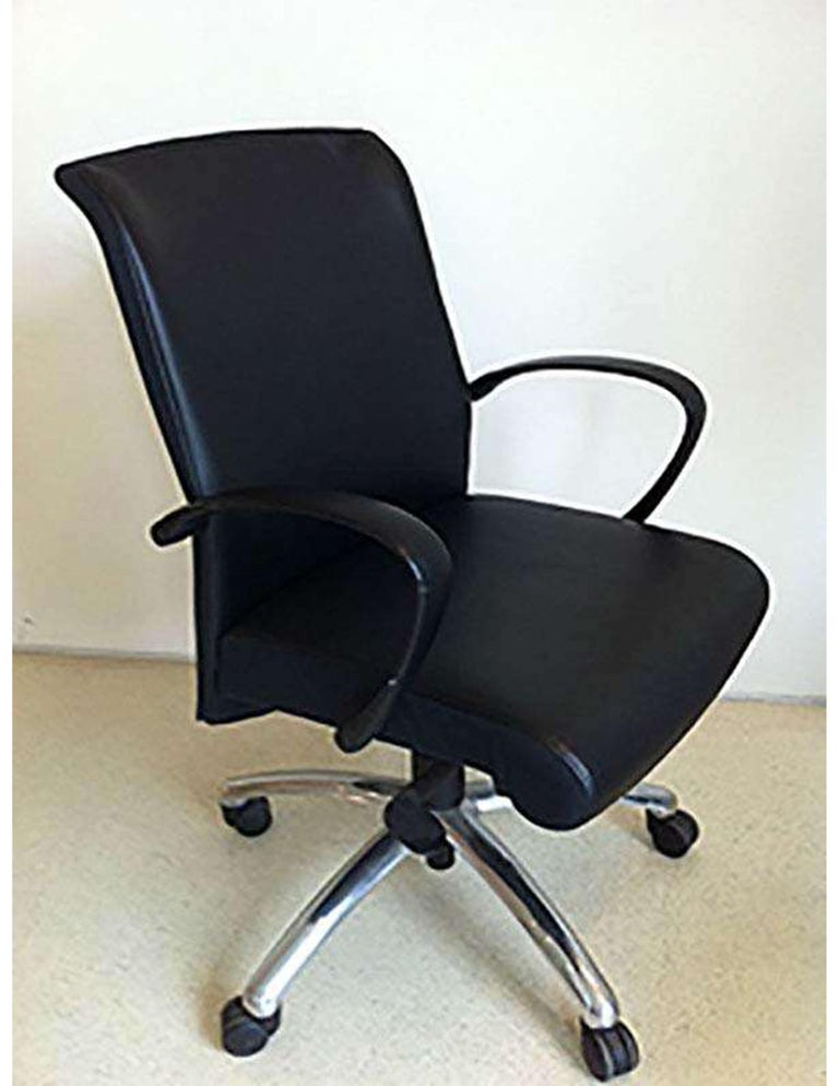 With its slender elegant design, Slim is also ideal for conference rooms and guest seating.