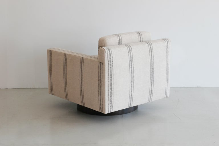 Black Linen Striped Milo Baughman Style Chairs In Good Condition For Sale In Los Angeles, CA