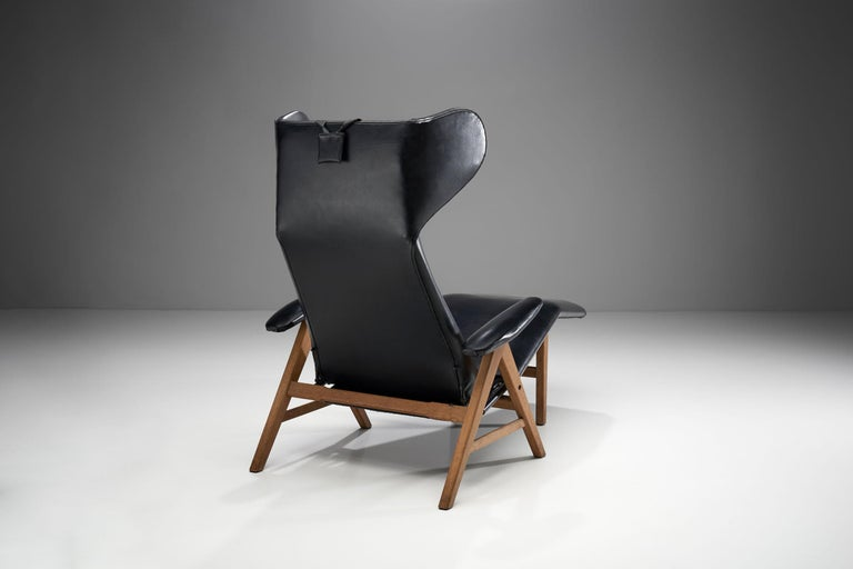 Black Lounge Chair with Beech Frame by H.W. Klein, Denmark, 1960s In Good Condition For Sale In Utrecht, NL