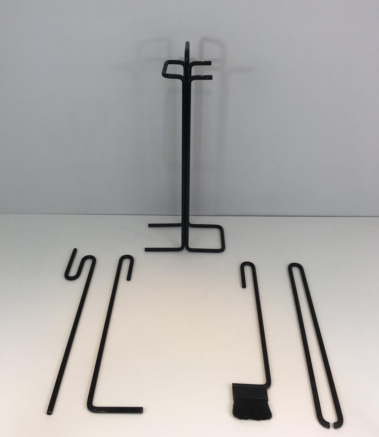 Black Metal Modernist Fire Place Tools on Stand, circa 1970 In Good Condition For Sale In Marcq-en-Baroeul, FR