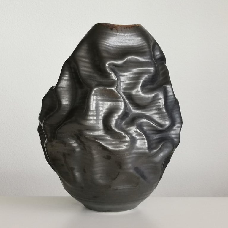 Black Metallic Dehydrated Form No 3, Ceramic Vessel by Nicholas Arroyave-Portela In New Condition For Sale In London, GB