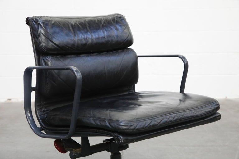 Black on Black Eames Soft Pad Management Chair by Eames for Herman Miller, 1992 2