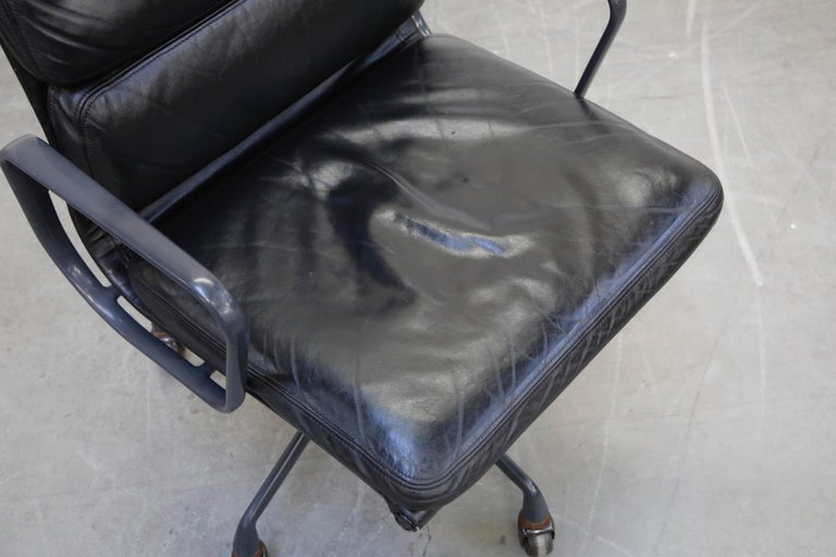 Black on Black Eames Soft Pad Management Chair by Eames for Herman Miller, 1992 3