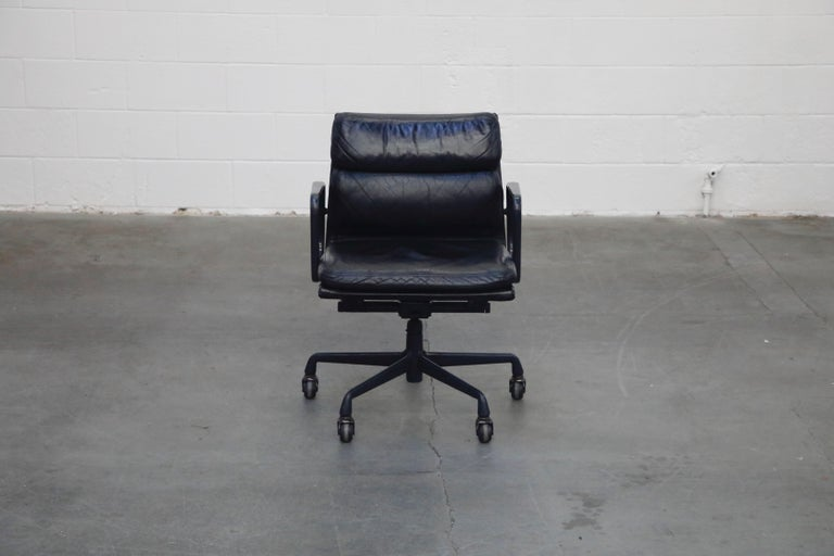 A rare colorway black leather on black frame soft pad management chair, dated 1992 - the same great year that brought us 'Aladdin', 'Wayne's World' and 'Basic Instinct' . This sought after leather 'Soft Pad' management desk chair is from the