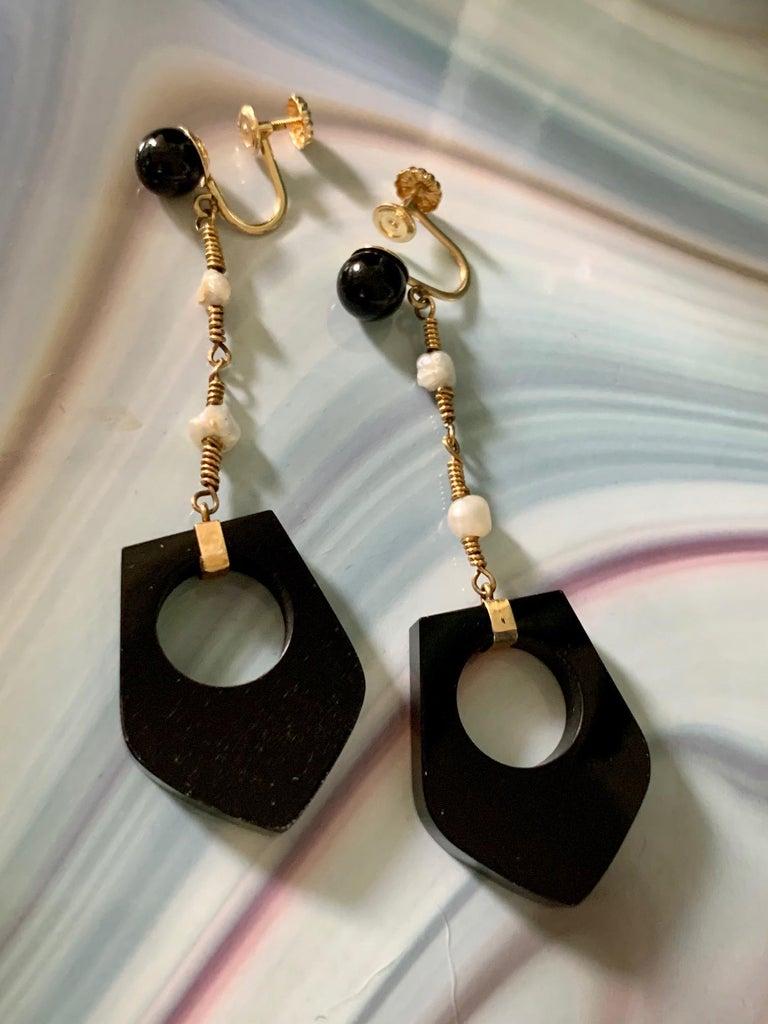 Women's Black Onyx and Fresh Water Pearl 14 Karat Yellow Gold Dangle Screw Back Earrings For Sale