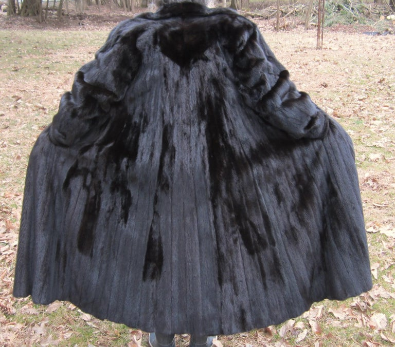Black Ranch Mink Full Swing Coat 12-14  Retail 8,000+ Authentic Black Diamond In Excellent Condition For Sale In Wallkill, NY