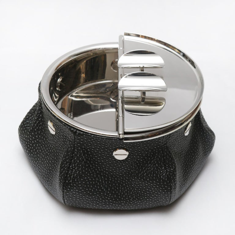 Ashtray black shagreen 2 cigars yachting with bag covered with black shagreen finish printed on calfskin with black stitching. Bag filled with 1 kg micro metal balls that give high stability. Ashtray top with 2 openable lids in solid brass in
