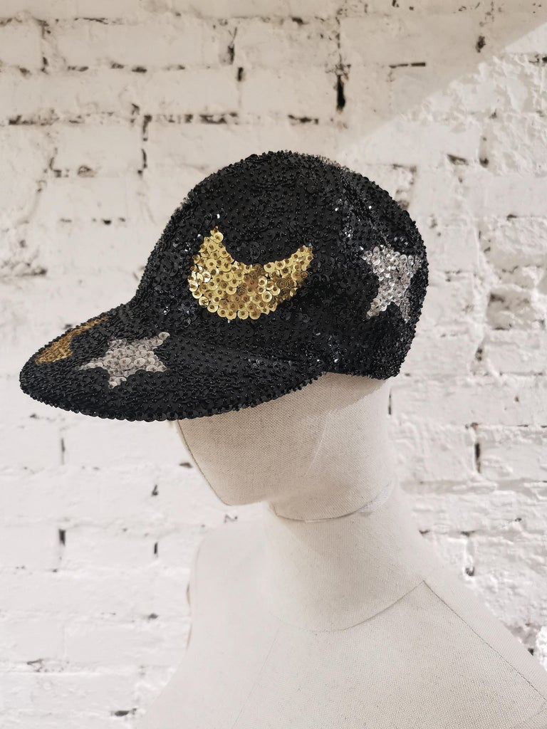 Black silver stars gold moons sequins hat In Good Condition For Sale In Capri, IT
