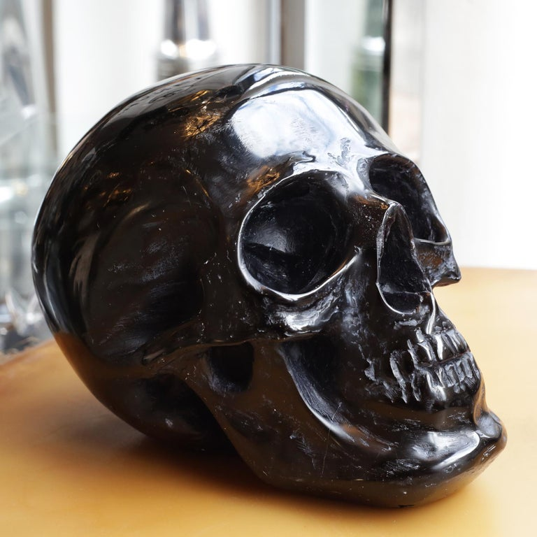 Black Skull Sculpture in Blackened Glass Paste In New Condition For Sale In Paris, FR