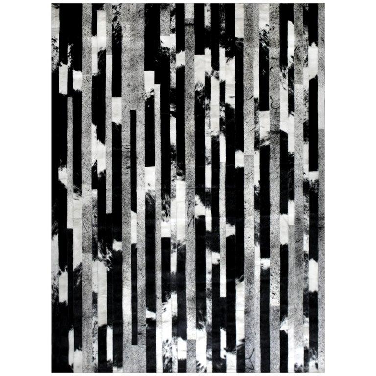 Black, Speckled and Gray customizable Cojonudo Cowhide Area Floor Rug Small For Sale