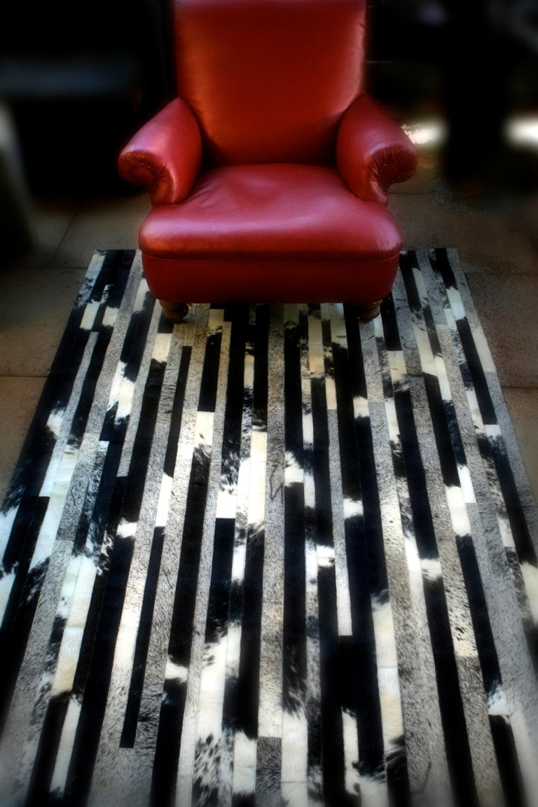 The stunning Cojonudo features an intricate contrasting black, speckled and greys created from premium Argentinian cowhide. It comes in 2 standard sizes.  The Cojonudo is created from premium Argentinian cowhide leather, cut and joined together