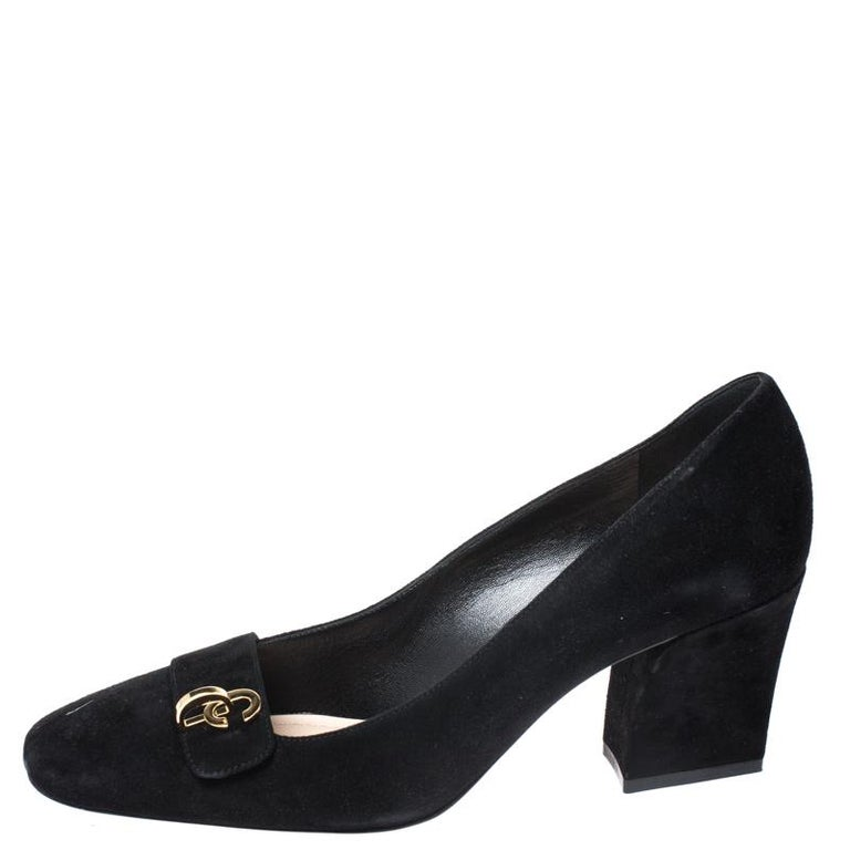 You can never go wrong with C'est pumps from the house of Dior. Crafted in Italy from quality suede. They come in a classic shade of black. They are designed to deliver style and sophistication. They are styled with square toes, brand initials on