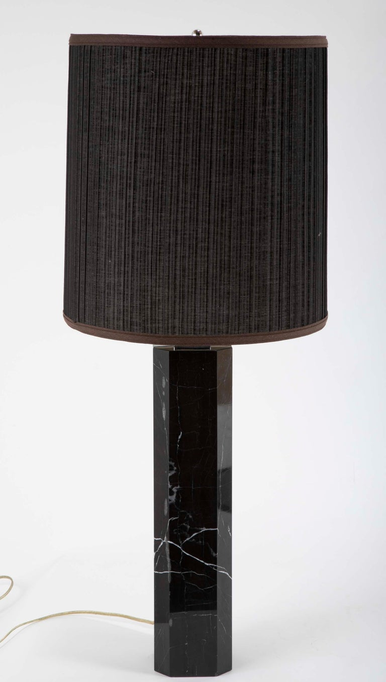 Black veined marble column lamp attributed to T.H. Robsjohn-Gibbings for Hanson, circa mid-20th century.