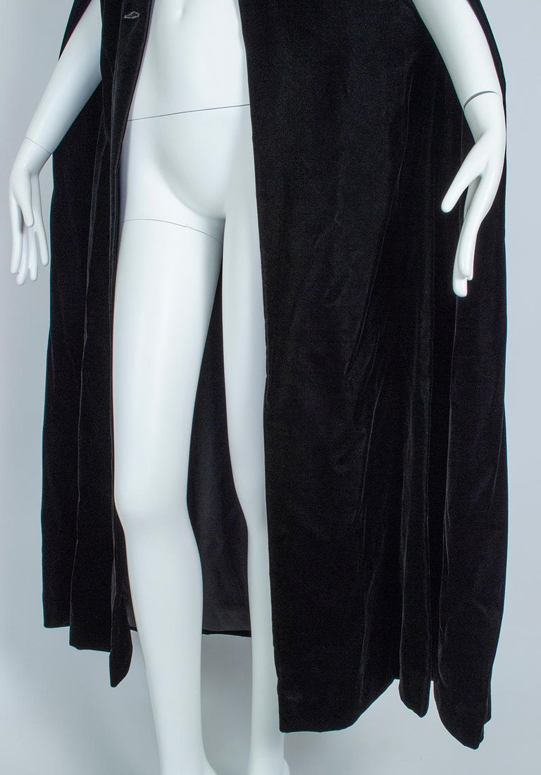 Black Velvet Full-Length Cloak Cape with Ostrich Feather Hood – S, 1960s For Sale 10