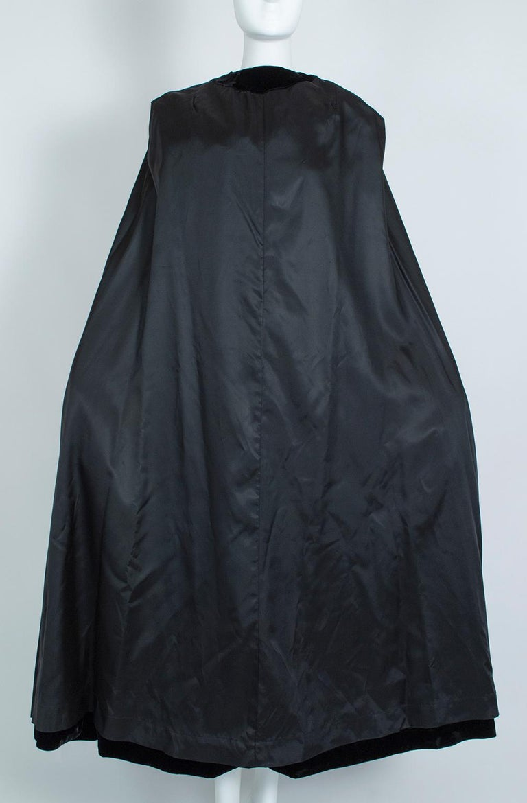 Black Velvet Full-Length Cloak Cape with Ostrich Feather Hood – S, 1960s For Sale 12
