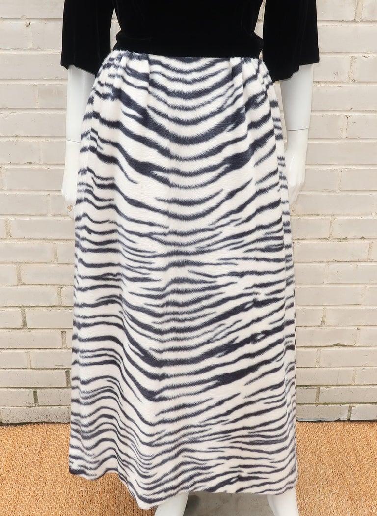 Black Velvet & Zebra Faux Fur Hostess Dress, C.1960 In Good Condition For Sale In Atlanta, GA