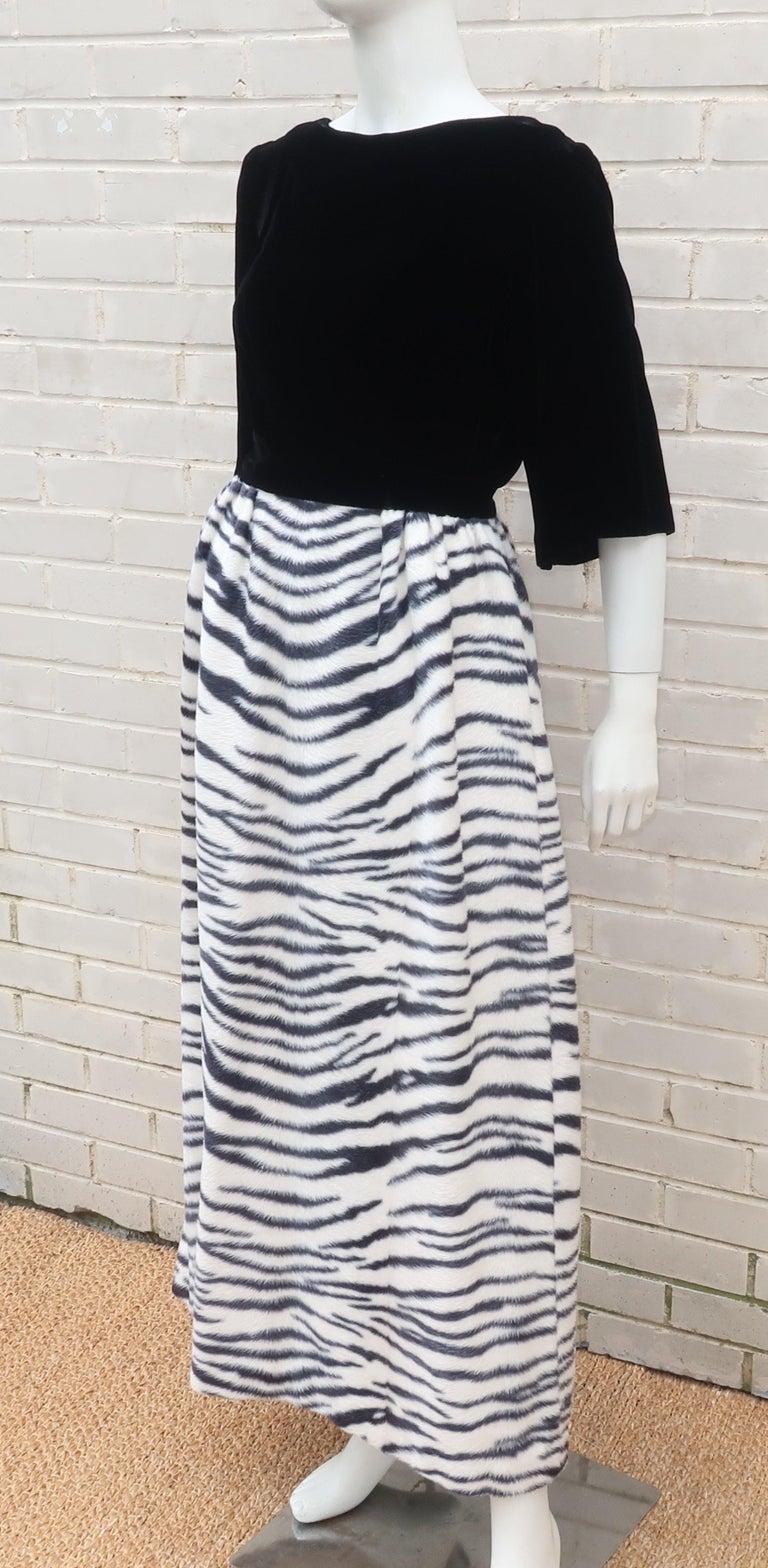 Black Velvet & Zebra Faux Fur Hostess Dress, C.1960 For Sale 3