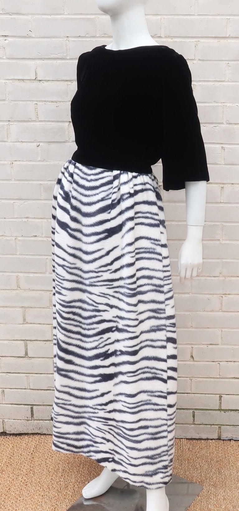 Black Velvet & Zebra Faux Fur Hostess Dress, C.1960 For Sale 4