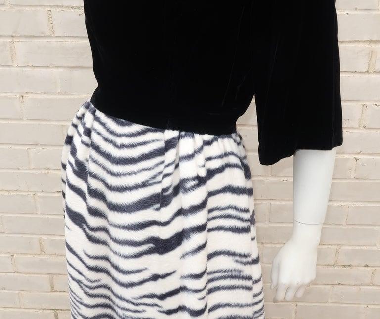 Black Velvet & Zebra Faux Fur Hostess Dress, C.1960 For Sale 5