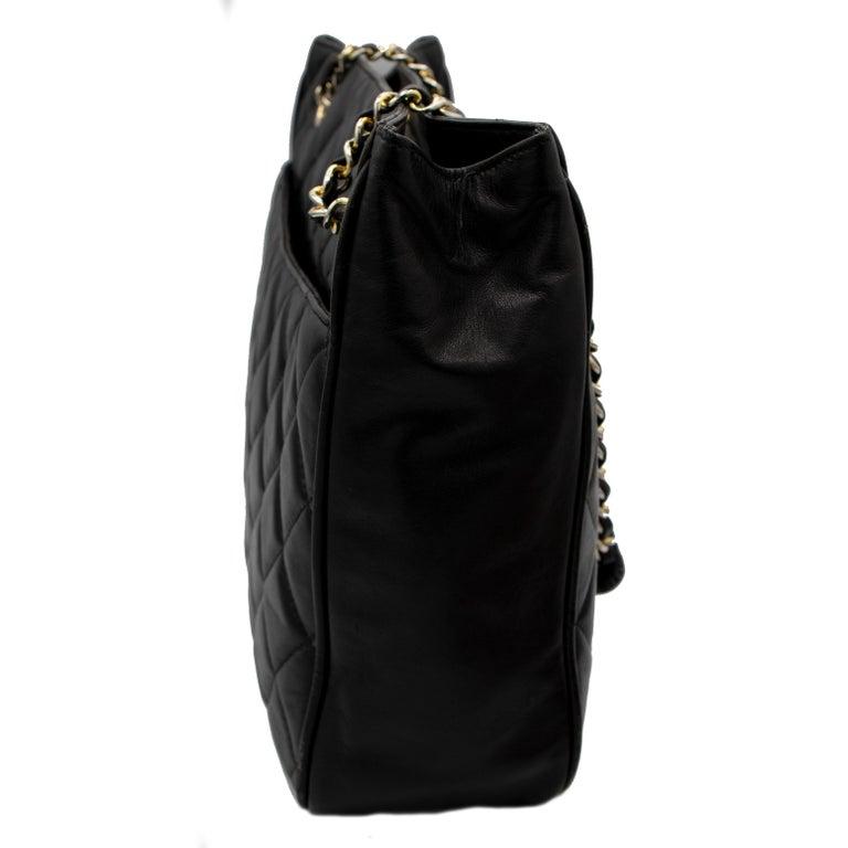 Black Vintage Chanel Handbag In Good Condition For Sale In Rancho Santa Fe, CA