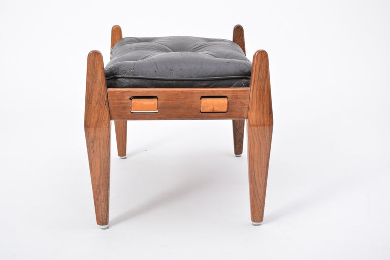 Black Vintage Leather Ottoman or Foot Stool, Attributed to Sergio Rodrigues In Good Condition For Sale In Berlin, DE